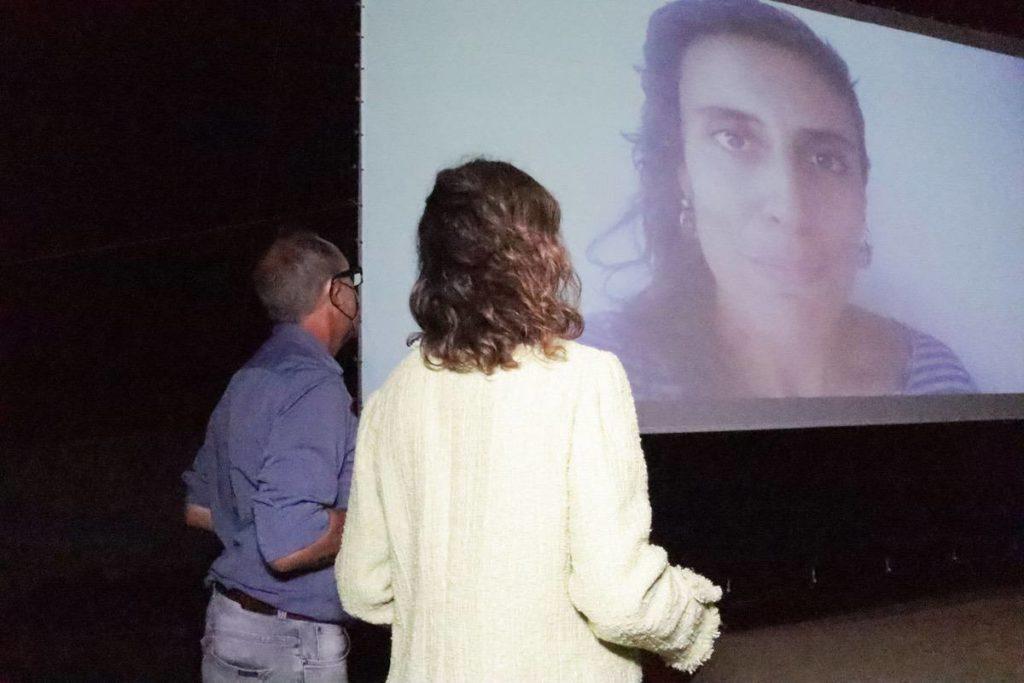 La cineasta ziREjA agradeciendo el premio de Medioambiente y el Mar desde Canarias