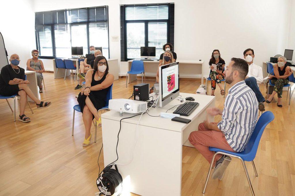 David López Ruiz y Teresa Colomina Moli na, de la Universidad de Murcia, durante su ponencia en los VII Encontres de Film de Dansa en Denia .© José María Hortelano